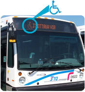 Photo d'un autobus affichant le symbole de l'accessibilté